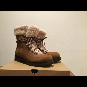 (NWT) Ugg Fraser Shearling Boots